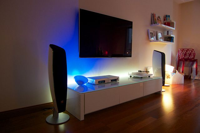 Living Room Setup With Mac Mini Best Wireless Speakers Turntable
