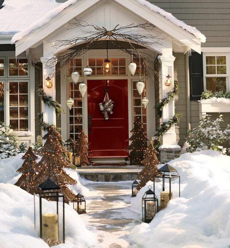 Zu Weihnachten Den Garten Und Die Eingangstur Dekorieren Baume