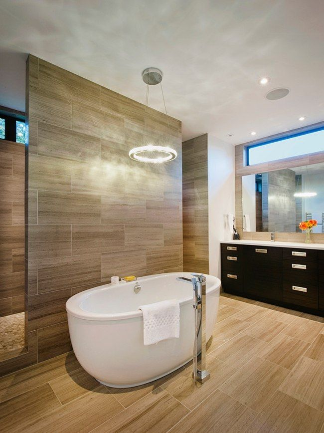 bad design fliesen holz optik wand boden badewanne oval