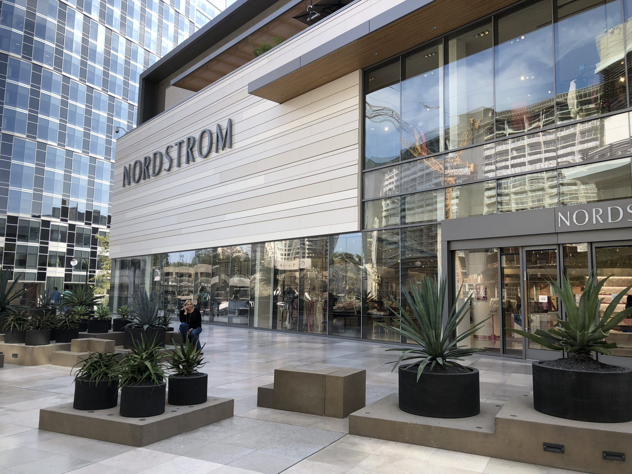 All The Best Shopping Malls In Los Angeles Indoor Out Momsla Shopping Mall Design Shopping Mall Architecture Mall Design