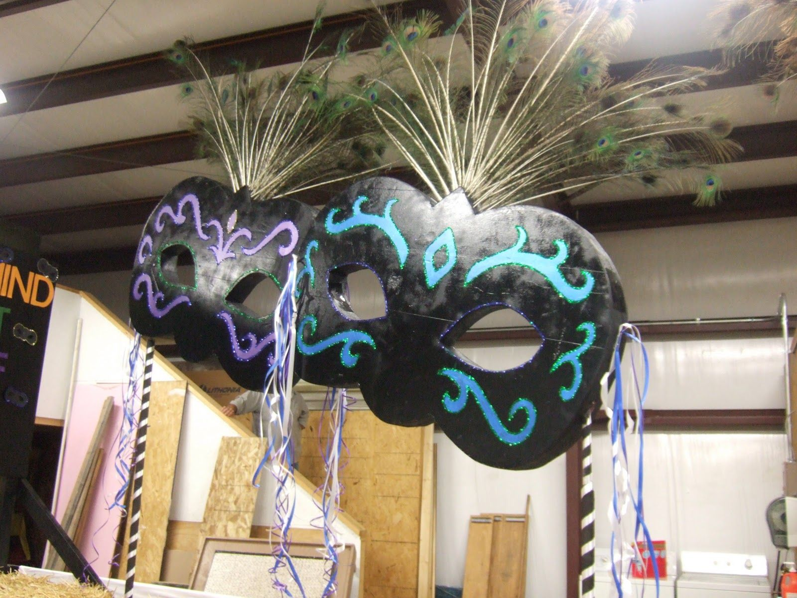 Masquerade decorations you make yourself - How To Make Giant Display Masks Out Of Foam