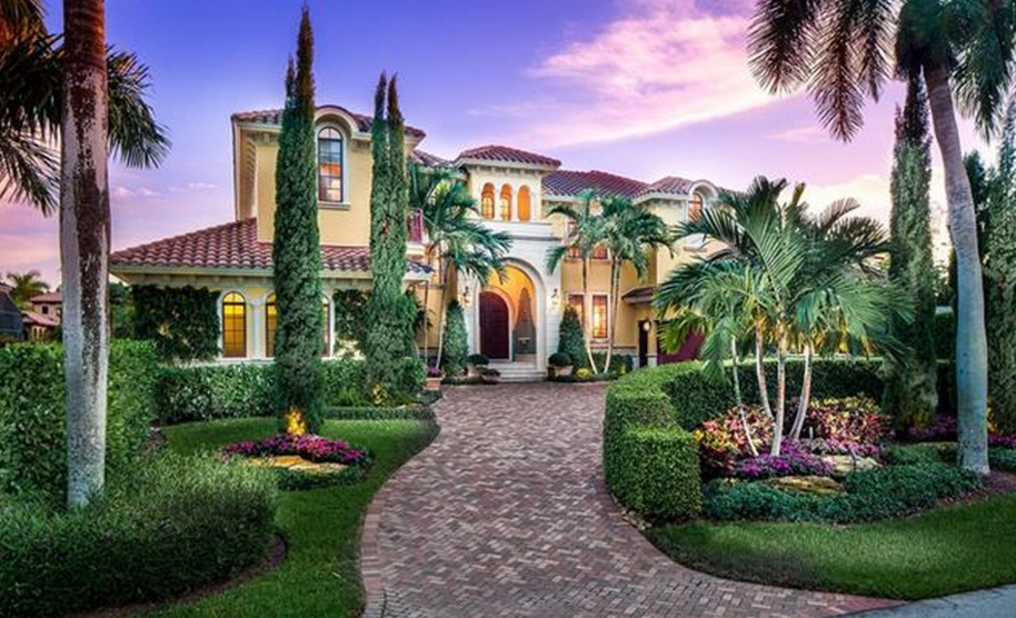 5 25 Million Mediterranean Waterfront Home In Naples Fl Waterfront Homes Naples Real Estate Luxury Homes