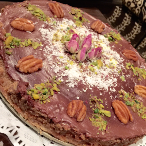 مطبخ أجمل إحساس On Instagram اللهم أسعد قلب كل من ذكرك وصلى على نبيك كيكة التمر بالتوفي بطريقة الجميلة Food Arabic Food Food And Drink