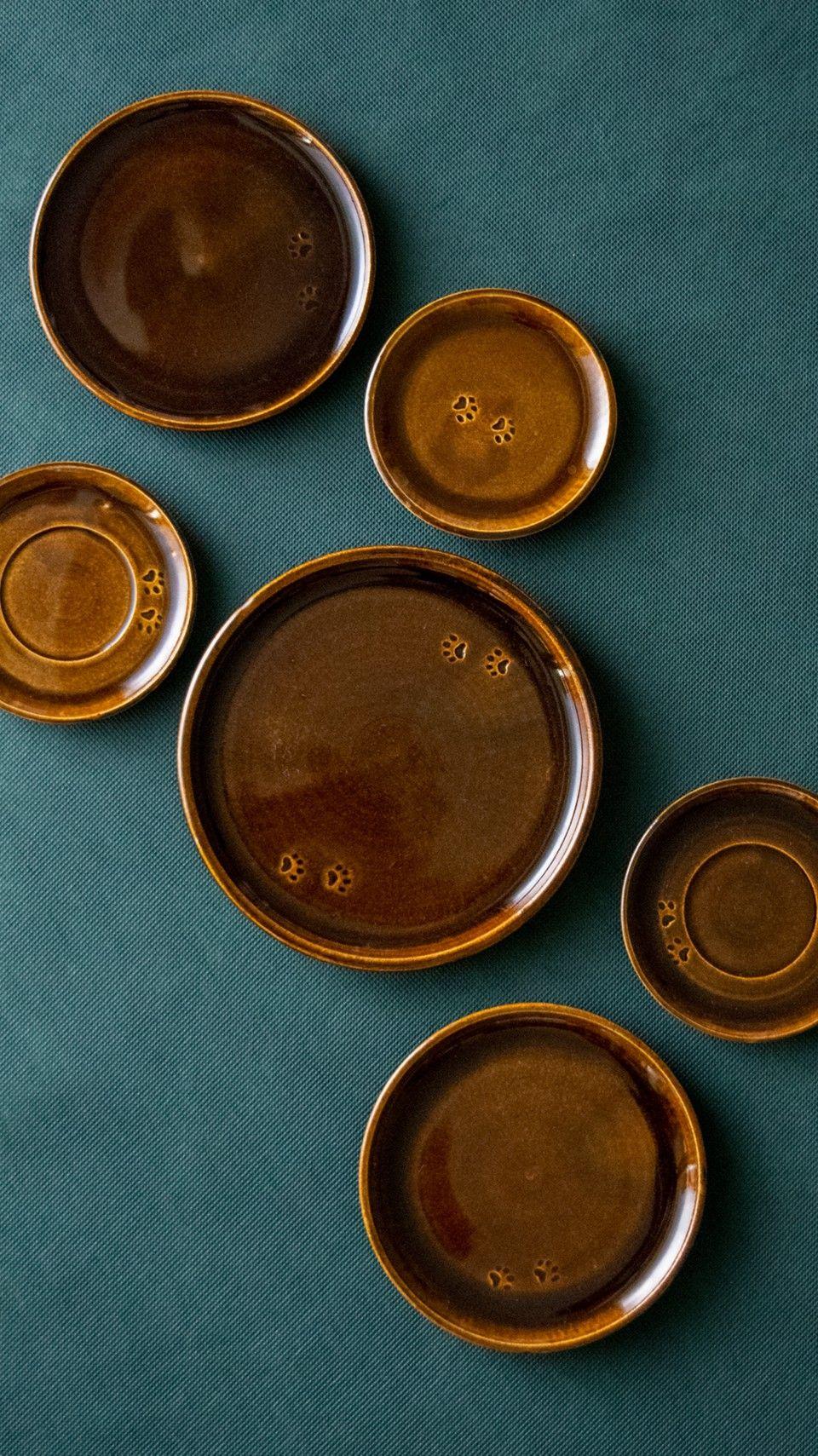 #handmadeceramics #pottery #poterie #keramik #clayart  #kitchenaccessories #handmade #wheelthrown #potteryplates #ceramics #ceramiclove   #instapottery #homeaccents #gres #claylove #kitchenware #cadeauorginal #gosha_ceramics #tableware #céramique #homedecor #decorationmaison  #ilovepottery #assiettes #potterylover #homedecor  #giftidea #interiordeco #funcionalpottery #brownplates