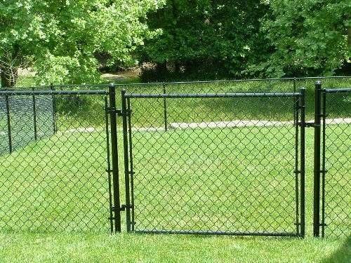 Black Vinyl Chain Link Fence Chainlink Topnotchfence Backyard Fences Fence Landscaping Modern Fence