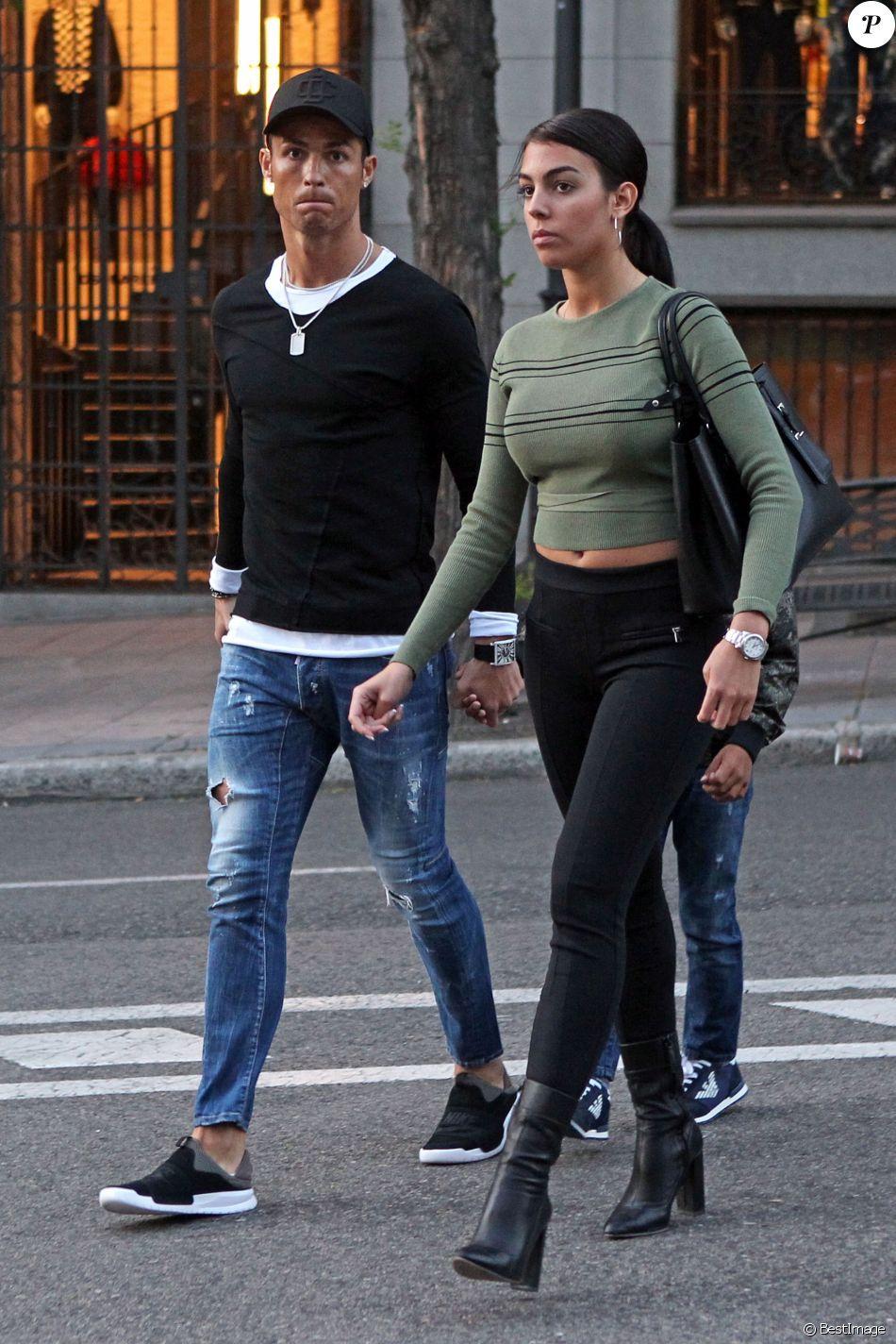 ddf591465ac Cristiano Ronaldo se promène avec son fils Cristiano Ronaldo Jr et sa  compagne Georgina Rodriguez à Madrid
