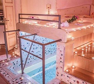 Wtf absolute bedroom goals is that a swimming pool for Swimming pool bed
