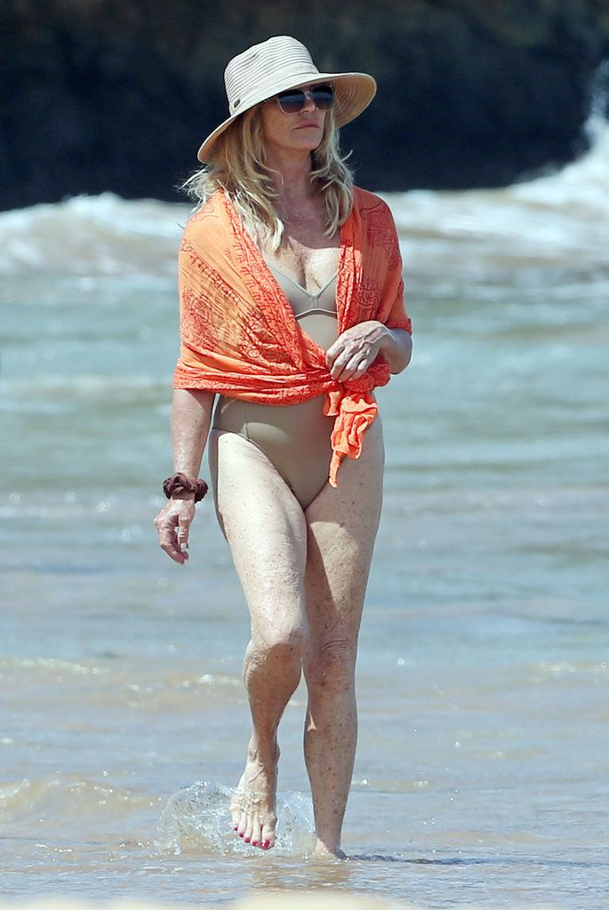 5f0c409416 Goldie Hawn Rocks the Hell Out of a Swimsuit on Her Hawaiian Vacation
