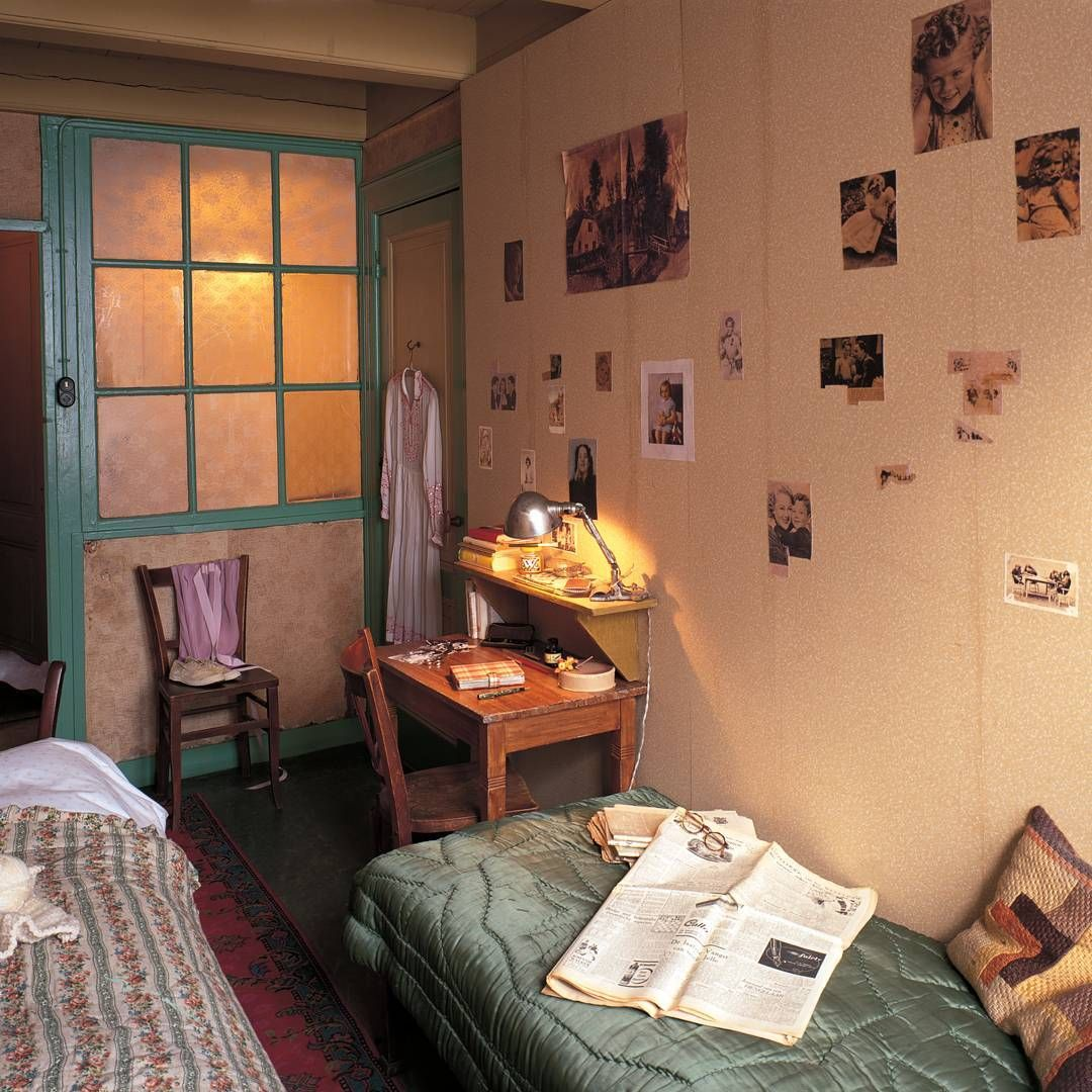 Real pictures of anne franks house in amsterdam