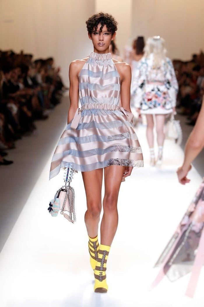 a9527d9da88 6 Main Fashion Trends of Spring   Summer 2017 - A lot of the women around