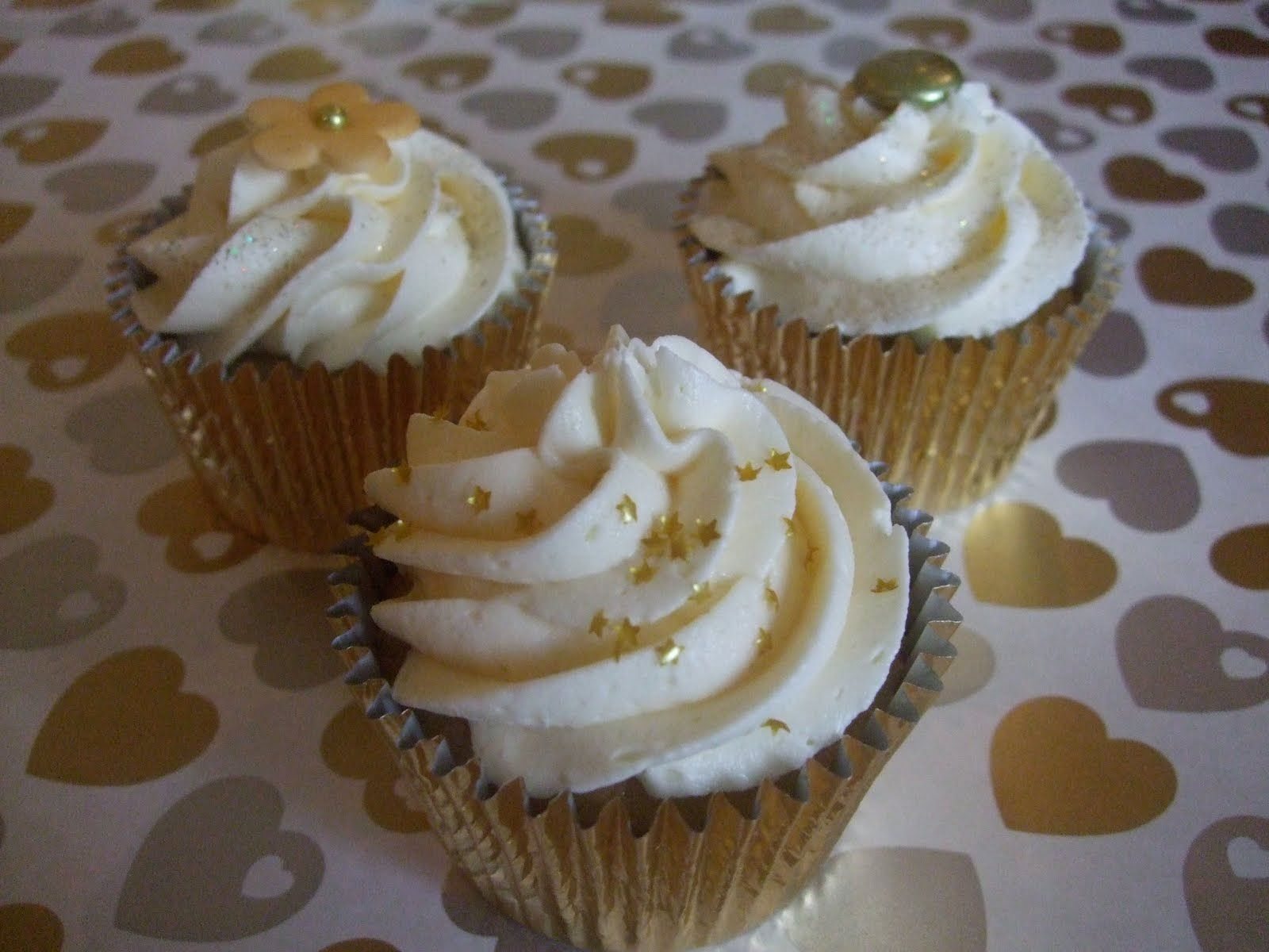 Golden Anniversary Cakes And Cupcakes