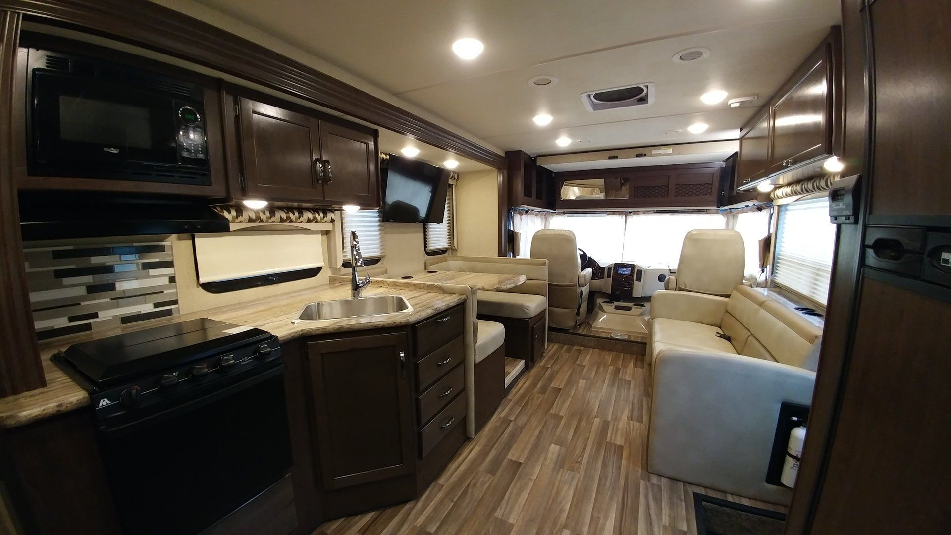 2018 Thor ACE 27.2 Plenty of room for you and your