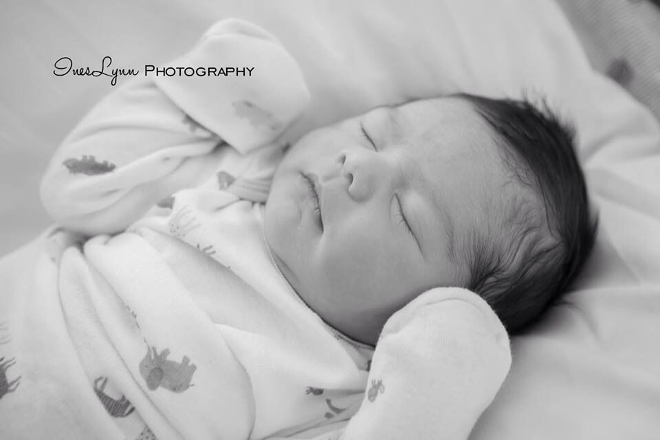Newborn photography ideas. Baby photography ideas. Newborn at home ...