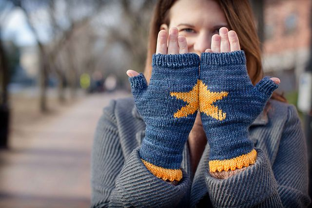 Ravelry: Two Hands Make A Star pattern by Mari Chiba