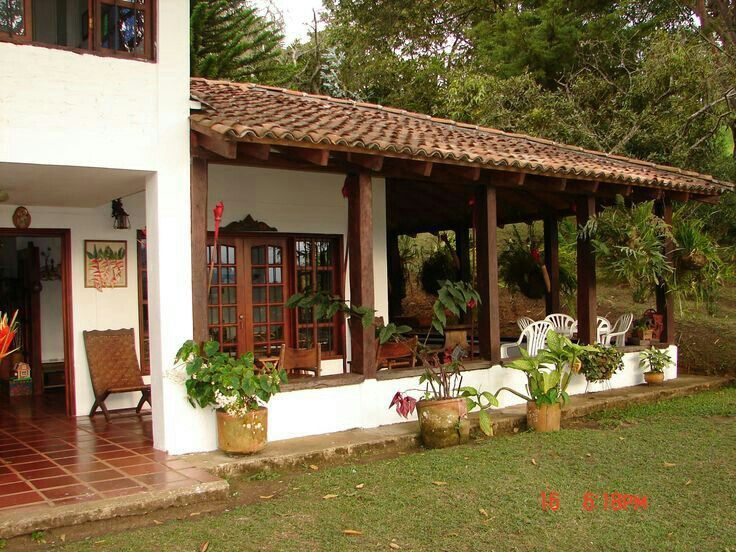 Resultado de imagen para casas de campo sencillas y for Fachadas de terrazas rusticas
