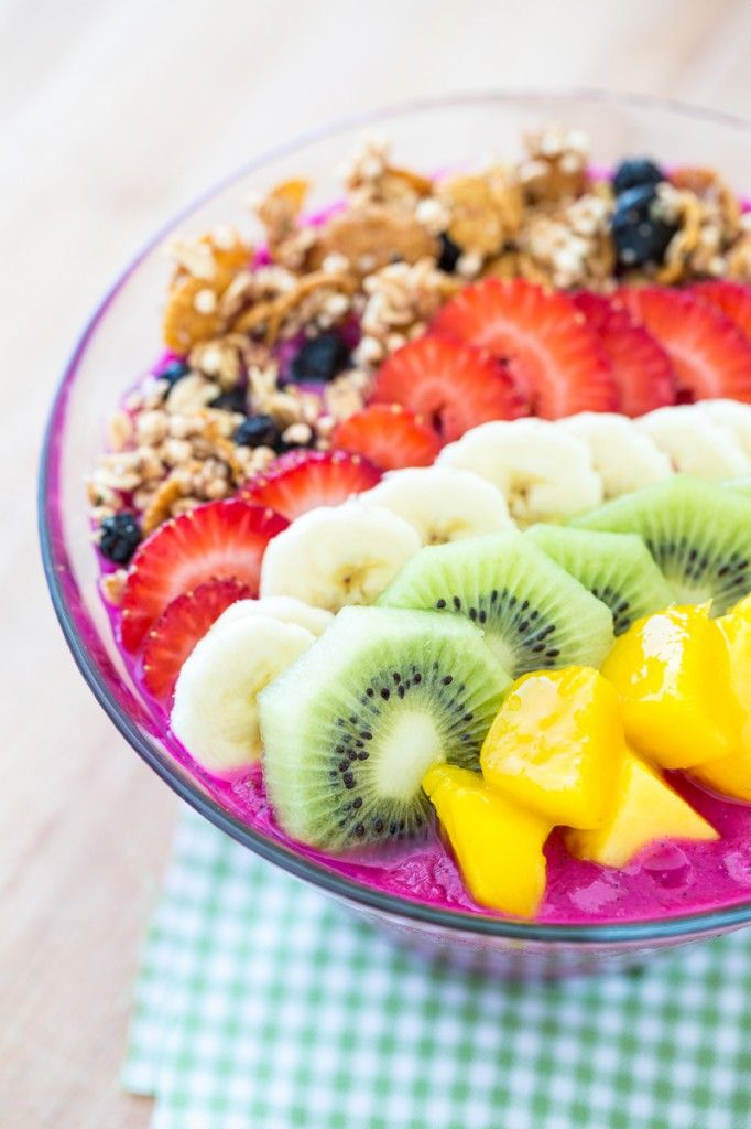...rest of smoothie. Topped with some granola and some fresh fruit, this dragon fruit smoothie bowl is the picture of pure bliss. Somebody, grab me a spoon!
