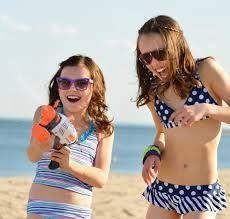Es necesario adquirir gafas de sol con calidad que estén certificadas por pedidos por la CE y que resguarden nuestra visión adecuadamente de los rayos UVA.