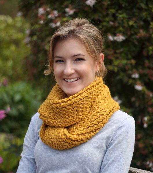 diy // knitting loom infinity scarf - Hello Nicabella   knitting ...