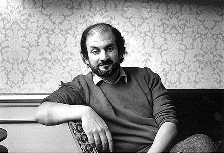 """""""La arcilla, con la que Dios, que no existía, hizo al hombre, que existía. Esa era la paradoja de la vida humana: su creador era ficticio, pero la vida misma era un hecho."""" Salman Rushdie"""