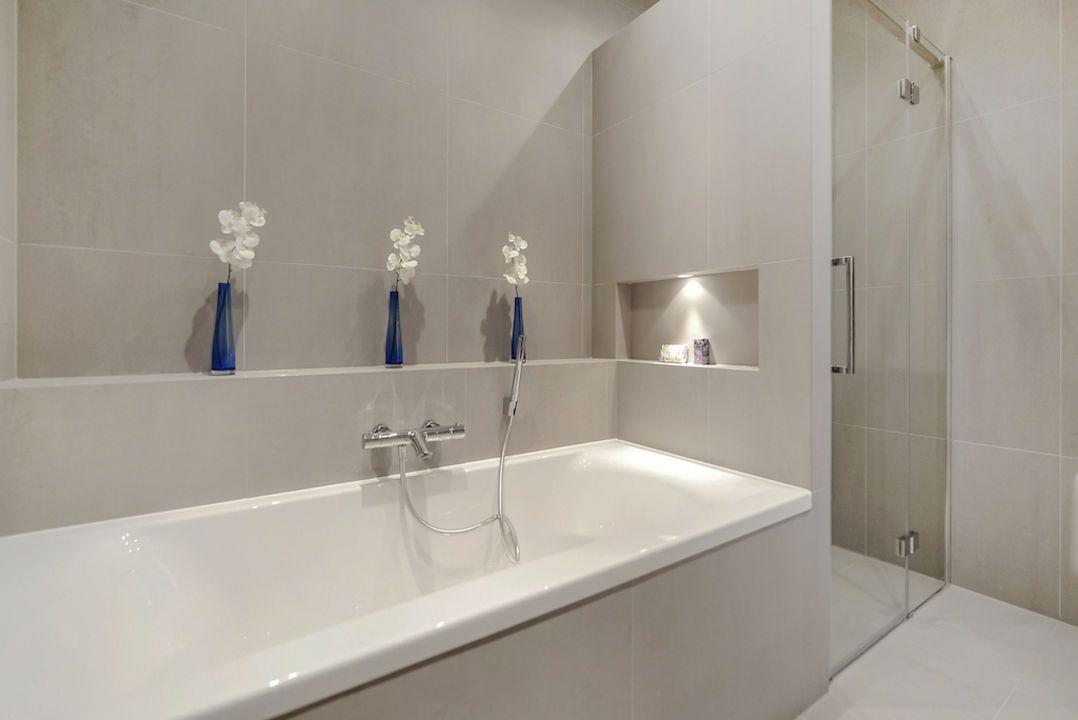 Penny Tiles Badkamer : Van der aastraat 72 den haag lvdh vastgoed badkamer pinterest