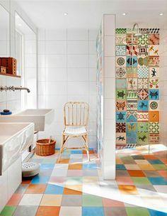Badezimmer Fliesen überkleben - Fliesenaufkleber für alte Fliesen ...