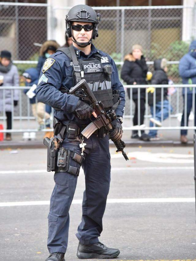 6d650305 NYPD ESU OFFICER | Tactical | Cop uniform, Police gear, Military police