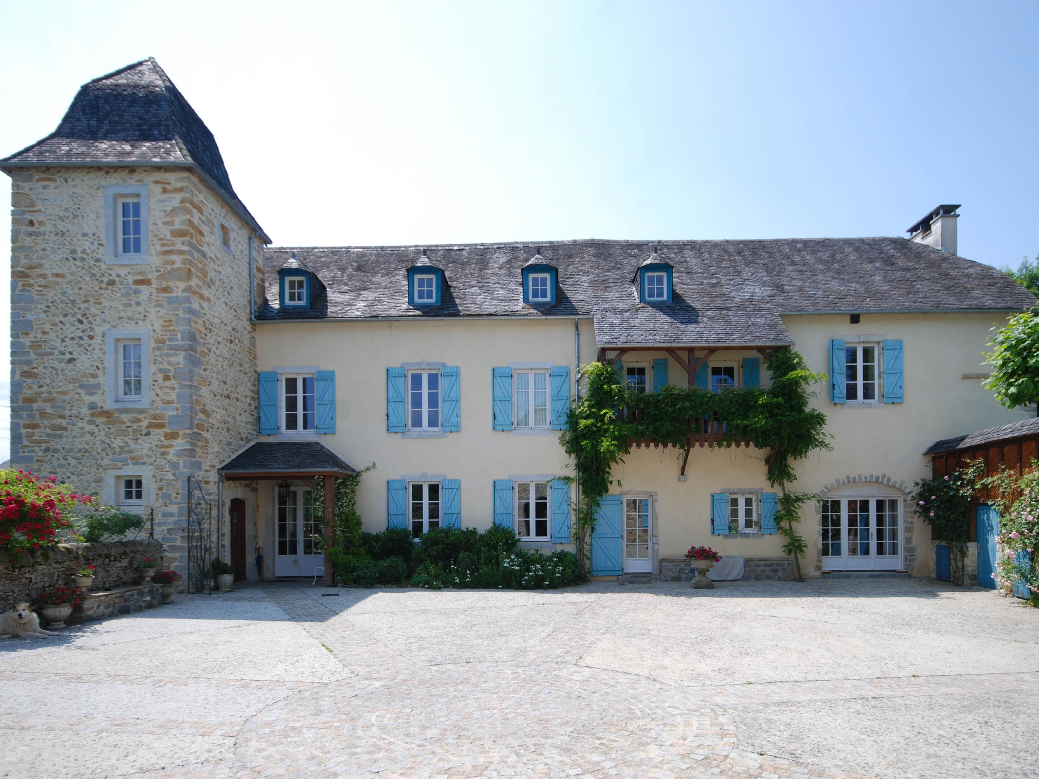 magnificent small château ideal for a wonderful family