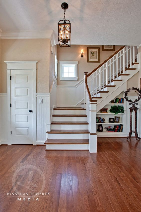 I like stairs that turn and wainscoting and the little for Escalera de madera al aire libre precio