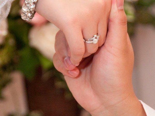 Akhwat Muslimah Romantis Cincin Pose Perkawinan