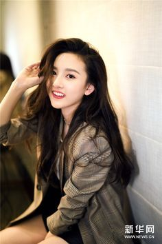 Photo of Song Zu'er poses for photo shoot   China Entertainment News