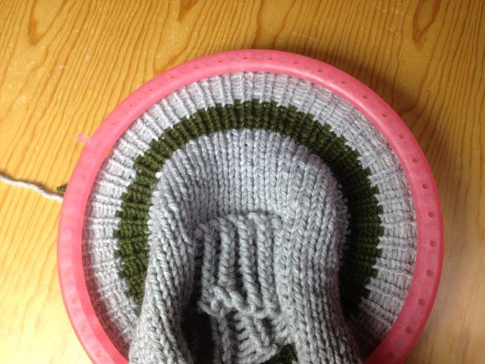 Loom knitting an ear flap hat | telar, loom, | Pinterest | Telar ...