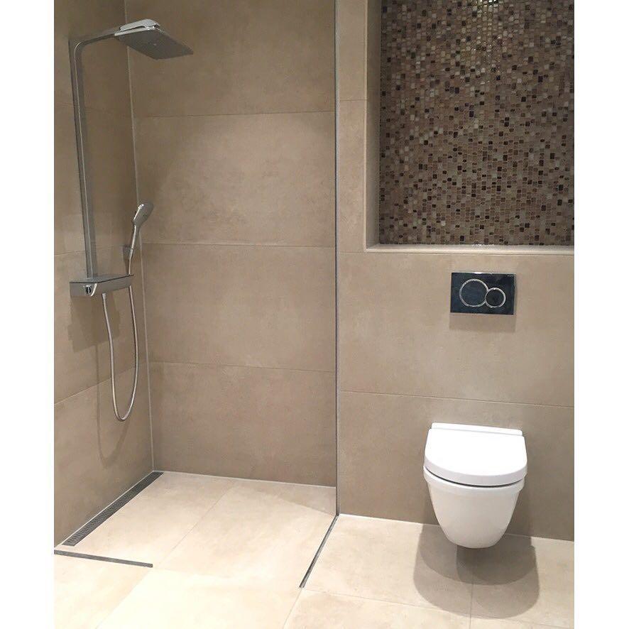 Opdateret Kundefoto - De varme betonfliser og dekorative mosaikker giver et MJ28