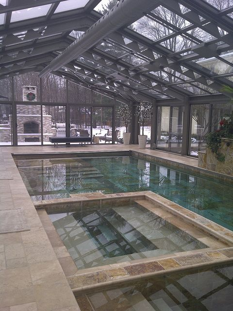 Indoor pool piscine couverte grandes piscines et piscines for Construction piscine hiver