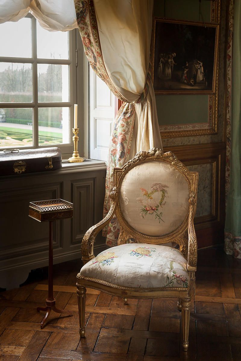 Coordinating curtains u0026 chair upholstery - Château Ch& de Bataille - Jacques Garcia. & Coordinating curtains u0026 chair upholstery - Château Champ de Bataille ...