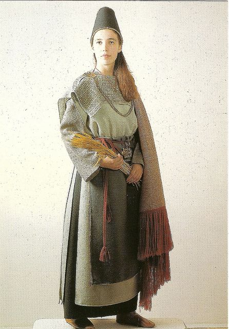 A Dress From Ancient Times Finnish Clothing Viking Dress Historical Dresses