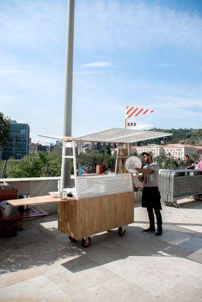 arquimaña's modern food truck sells artisan hot dogs in