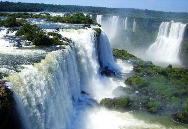Foz do Iguaçu - uma das maiores maravilhas do mundo. Uma beleza que enriquece meu estado.