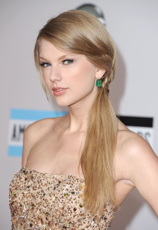 Vea la evolución de belleza completa de Taylor Swift  – Peinados