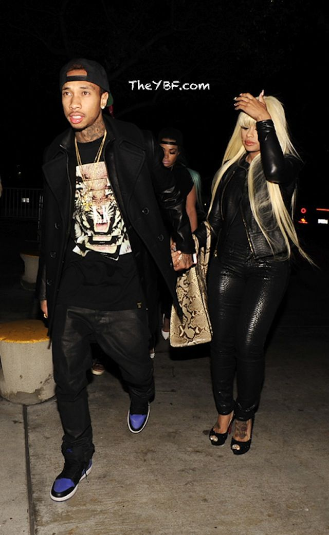 7af9b230d36bb7 Tyga wearing Air Jordan 1 « Royal »
