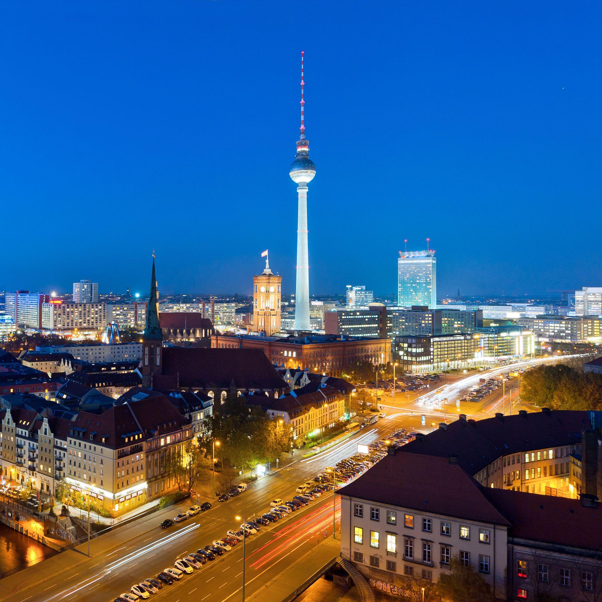 Berlin At Night Germany Hd Ipad Wallpapers Berlin Germany Be