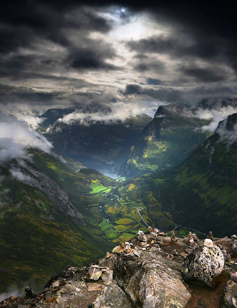Located in the municipality of Stranda in Møre og Romsdal county, Norway, the Dalsnibba mountain boasts snow-covered peaks and a nearby lake, thus making it a very popular tourist destination.