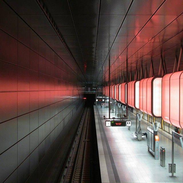 Ein bisschen Lounge-Atmosphäre hat noch keiner U-Bahn geschadet. @anja.sauer   shot with #GALAXYKzoom #SAMSUNGdeutschland #SAMSUNGsnapshooter #StudioApp #Hamburg #underground