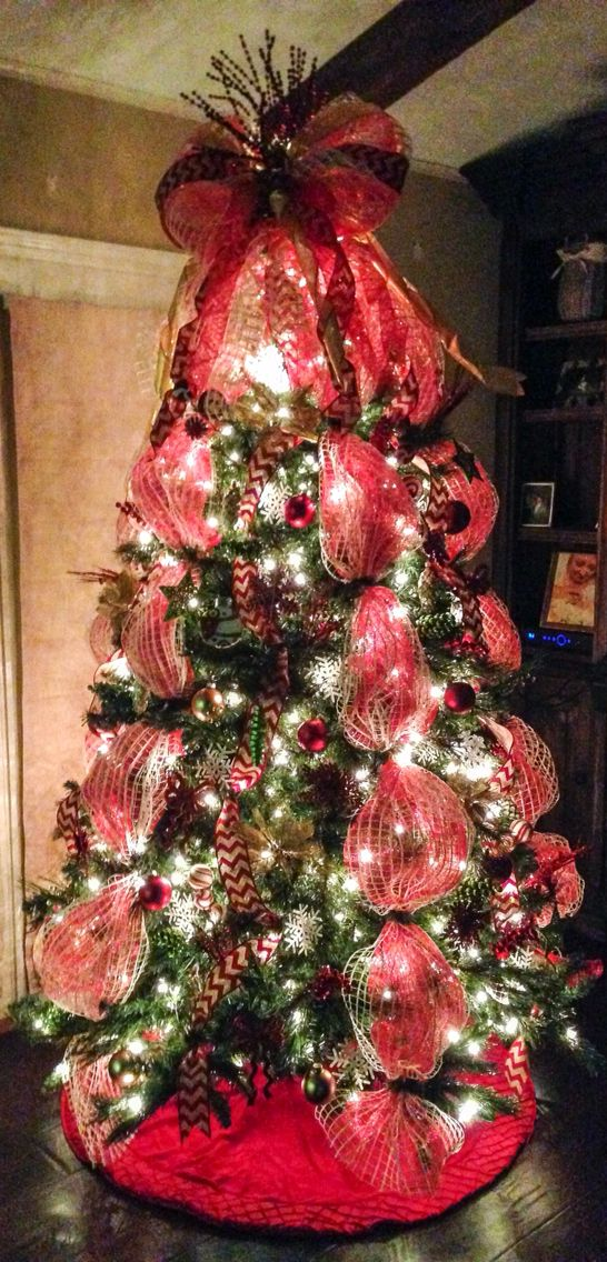 Deco Mesh Christmas Tree With Red Chevron Burlap Ribbon And Mesh Bow Tree Topper Red Deco Mesh Ribbon On Christmas Tree Christmas Tree Bows Diy Christmas Tree