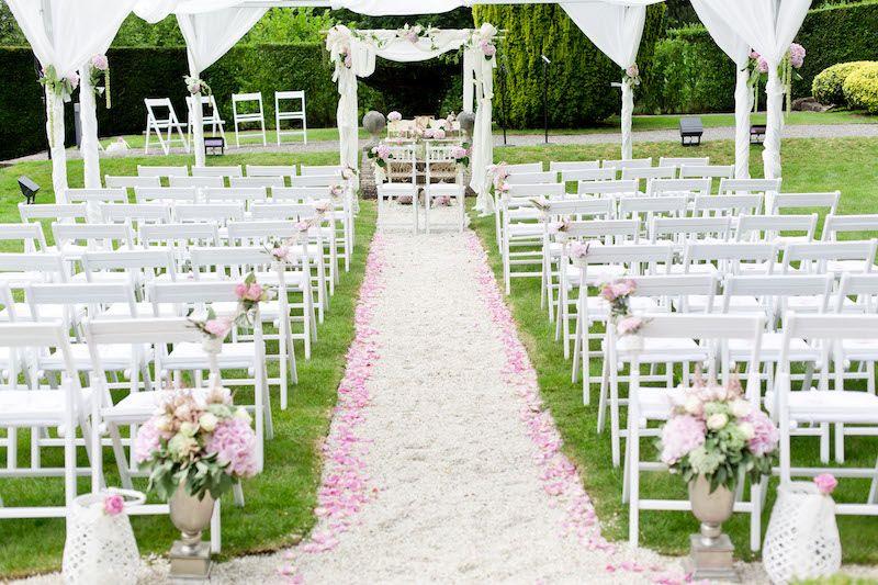Freie Trauung in rosa mit Stoffbahnen dekoriert  Freie Trauung  amerikanische Hochzeit
