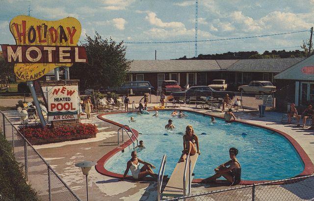 Holiday Motel Wisconsin Dells Wisconsin In 2020 Wisconsin