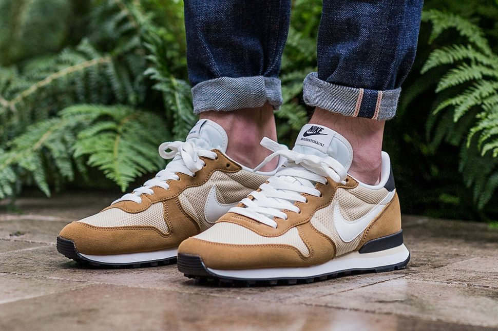 nike internationalist uomo gold