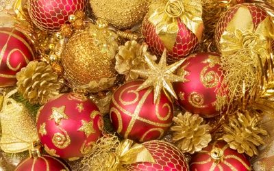 Red And Gold Christmas Tree Ornaments Wallpaper