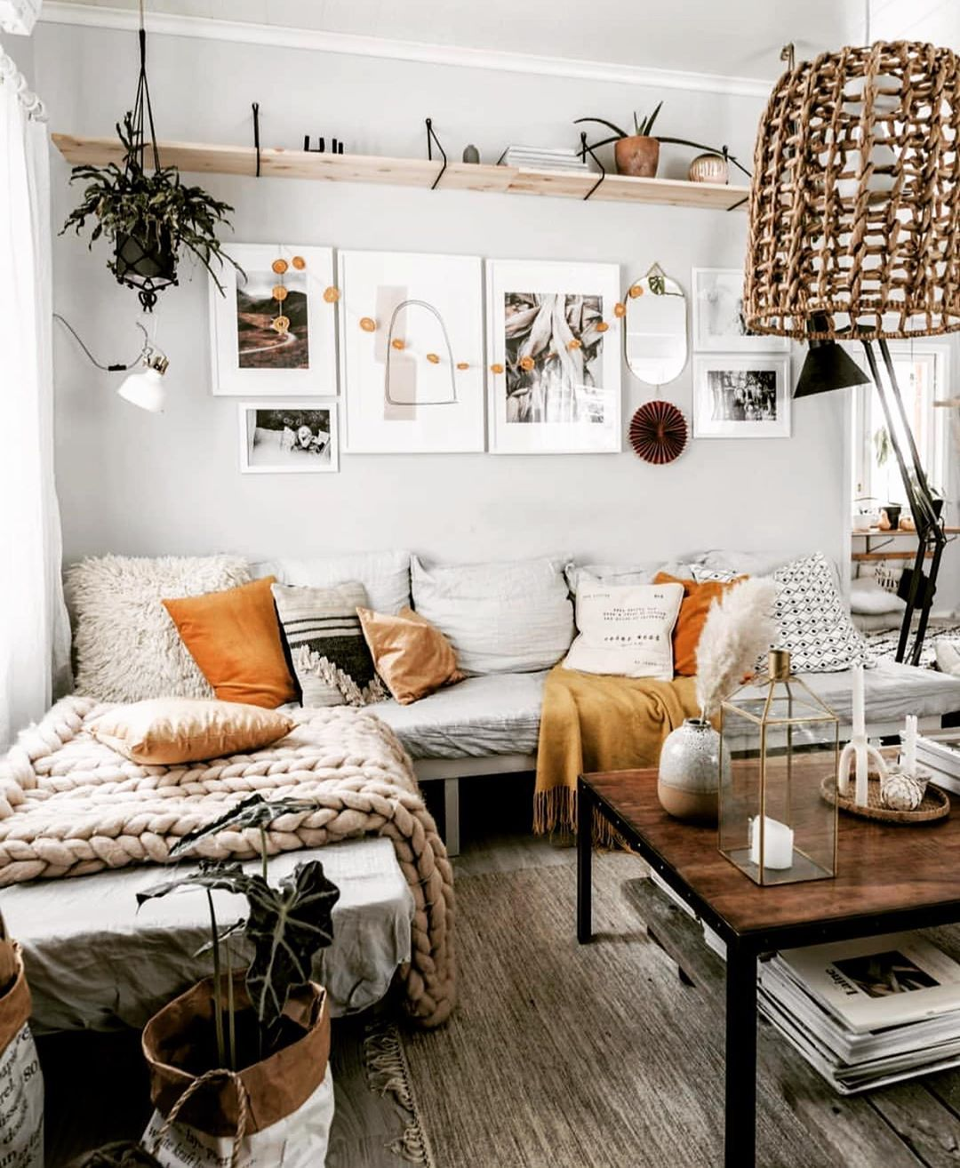 Hello there With warm colors and textures this cozy living corner by @home.by.pi...-#*  #bohemiandecor #bohodecor #bo… | Popular living room, Home, Cozy living  rooms