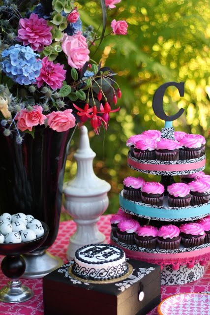 Designed By Dad Teen Girls Birthday Party Mini cakes Teen girl