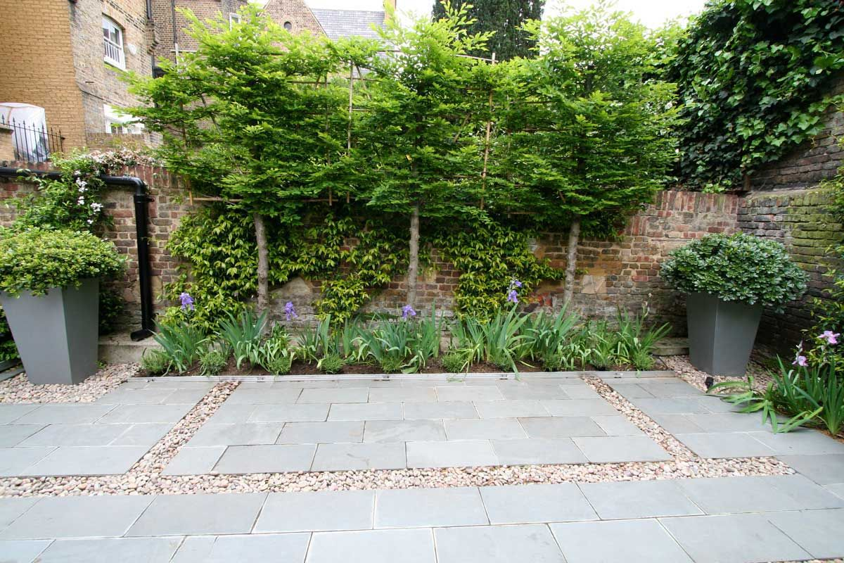 ambience images the l shaped terrace garden at alan and christine jacksons apartment in farringdon london uk designed by modular main decke